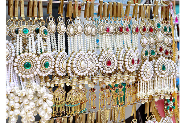 How to pick the best Wholesale Jewellery Stores