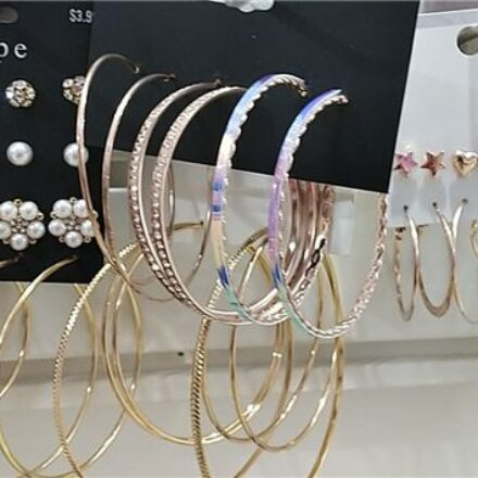 What Are The Factors To Consider While Buying Wholesale Jewelry?